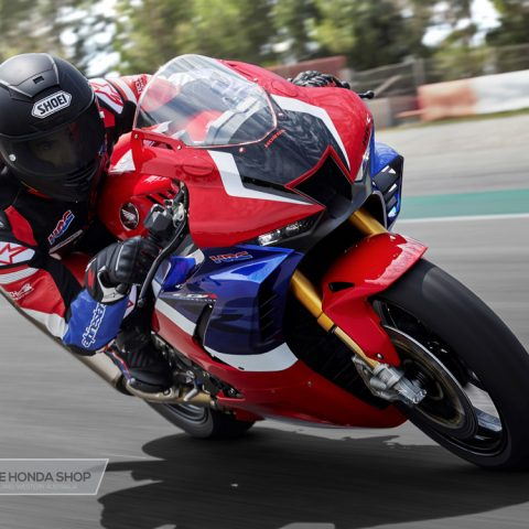 Honda CBR1000RR-R SP 2020 on track